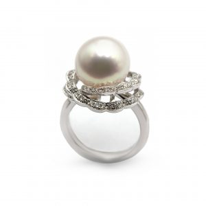 White gold pearl ring with diamonds